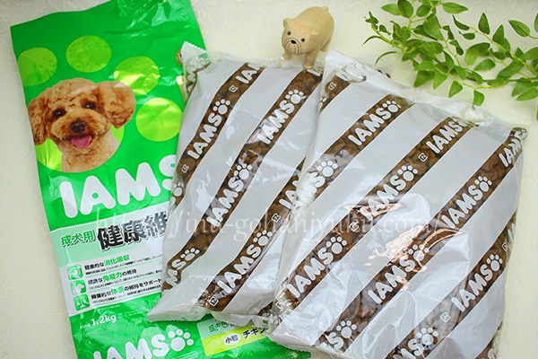 1.2kgタイプは600g×2袋に個包装されています。ただ、袋にチャックが付いていないので、このままの保存はむずかしい・・